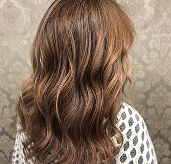 cabello ondulado largo